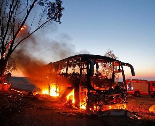 المقاومة الفلسطينية تستهدف حافلة صهيونية شرق غزة