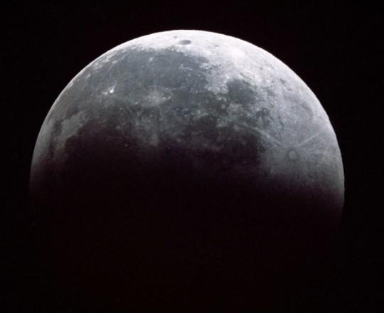 خسوف جزئي للقمر في سماء فلسطين الثلاثاء القادم