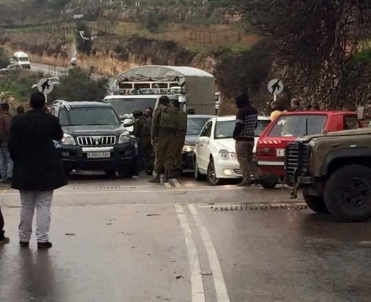 من أحد الحواجز الصهيونية المقامة على مداخل القرية