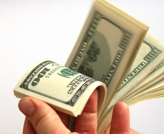 الدولار يهبط إلى 3.96 شيكل.