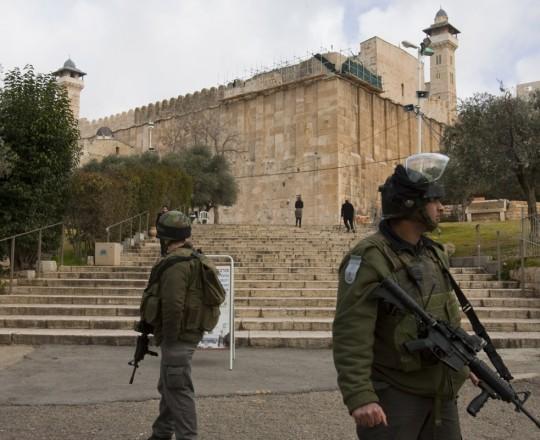 جيش الاحتلال في ساحة الحرم الإبراهيمي