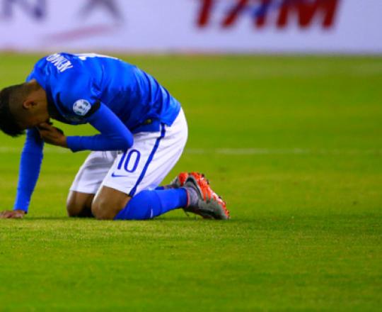 أوقف نيمار لـ 4 مباريات بعد طرده في مباراة كولومبيا
