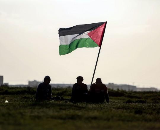 شبان على الحدود الشرقية لقطاع غزة