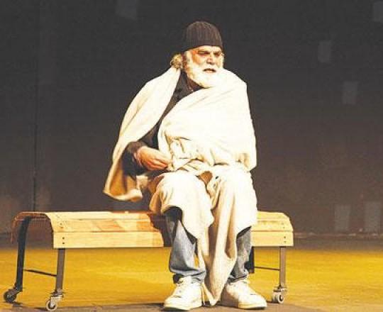 الممثل رفيق علي أحمد من مسرحية