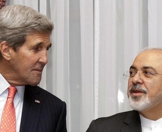 وزير الخارجية الإيراني محمد جواد ظريف و نظيره الأمريكي جون كيري