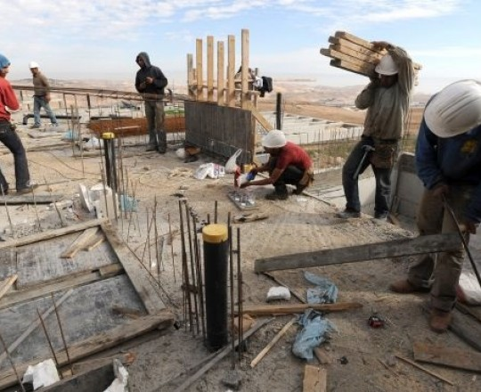 قرابة 126.4 يتقاضون أقل من الحد الأدنى للأجور في فلسطين