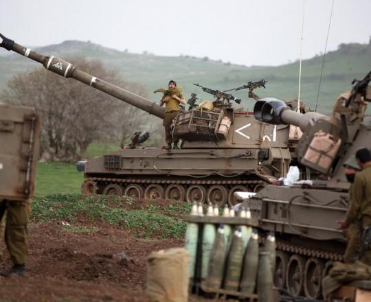 قتلت مدفعية الاحتلال المئات ودمرت عشرات الأحياء الفلسطينية بقصفها العشوائي
