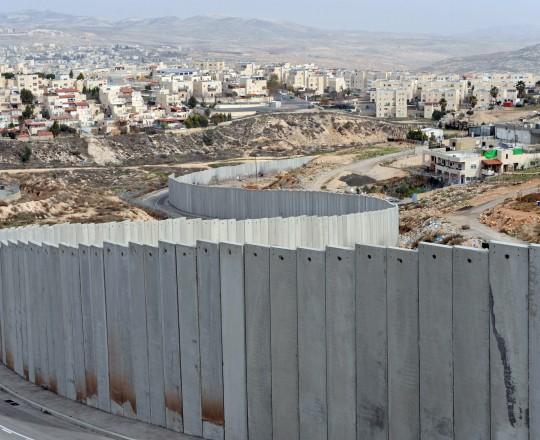جدار الفصل العنصري الصهيوني في الضفة المحتلة.jpg