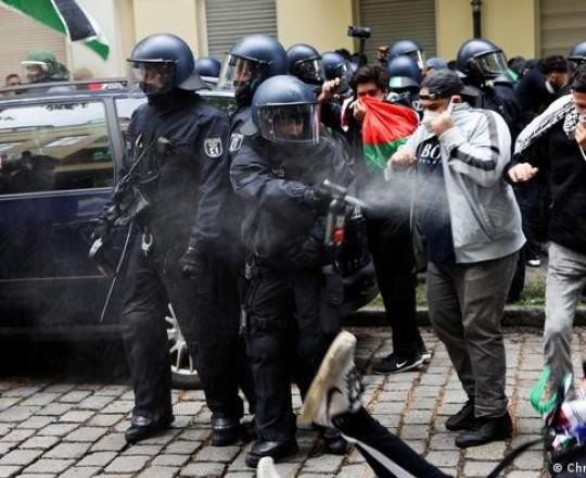 الشرطة الألمانية تقمع تظاهرة مؤيدة لفلسطين