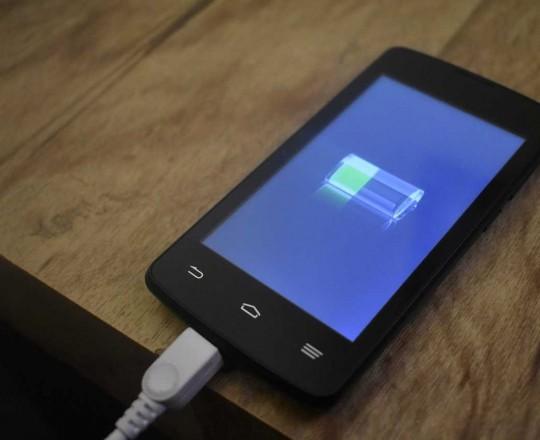 يُمكن للبطاريات الجديدة المُطوّرة أن تُشغّل الهاتف الذكي لخمسة أيام متواصلة