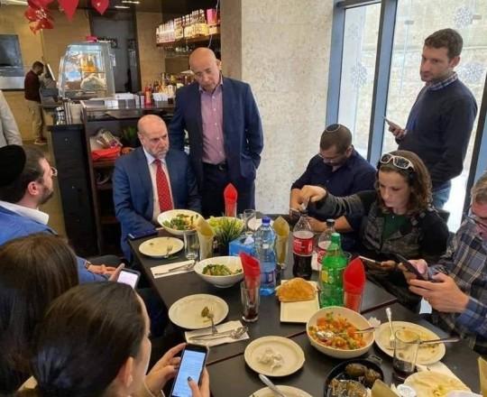 قاضي قضاة فلسطين محمود الهباش يجتمع مع إسرائيليين في رام الله
