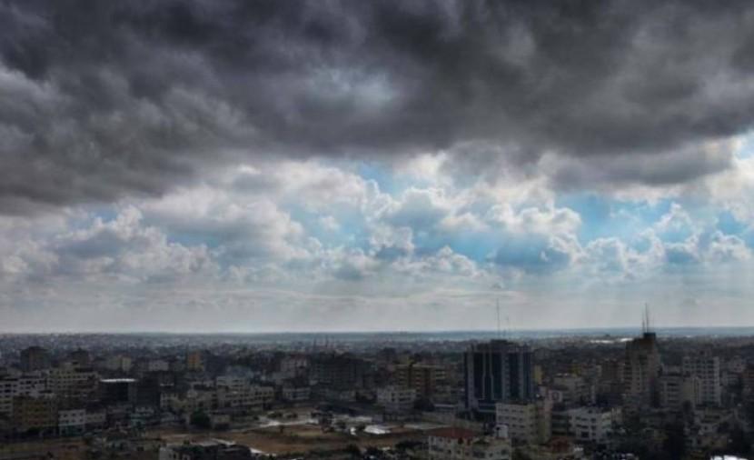 الطقس: أجواء غائمة جزئيا وفرصة ضعيفة لسقوط أمطار