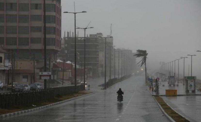 الطقس: أجواء ماطرة وشديدة البرودة اليوم وغد
