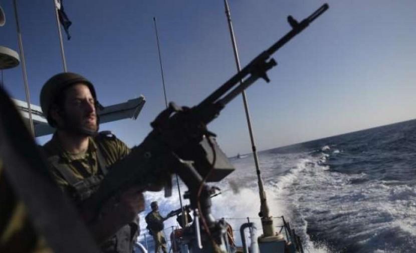الاحتلال يستهدف الصيادين ومراكبهم في بحر مدينة غزة