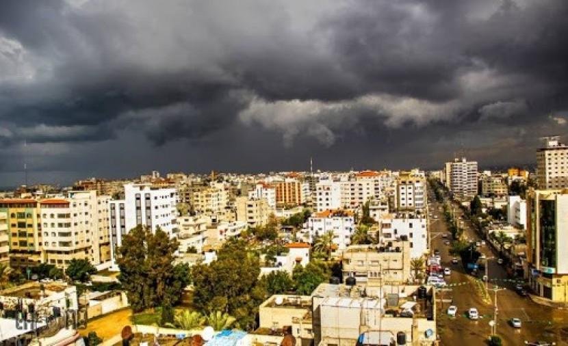 طقس فلسطين اليوم وغدًا: يستمر تأثر البلاد بالمنخفض الجوي