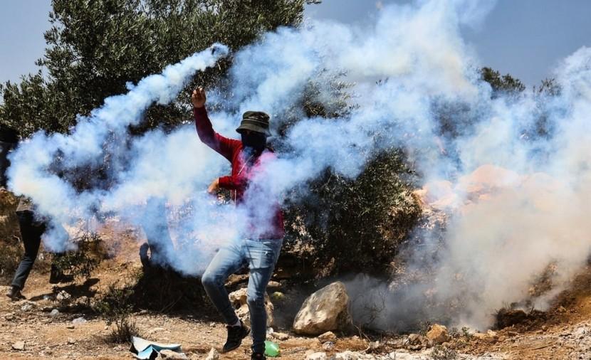 نابلس: قوات الاحتلال تقمع مسيرة بيت دجن الأسبوعية وتصيب العشرات