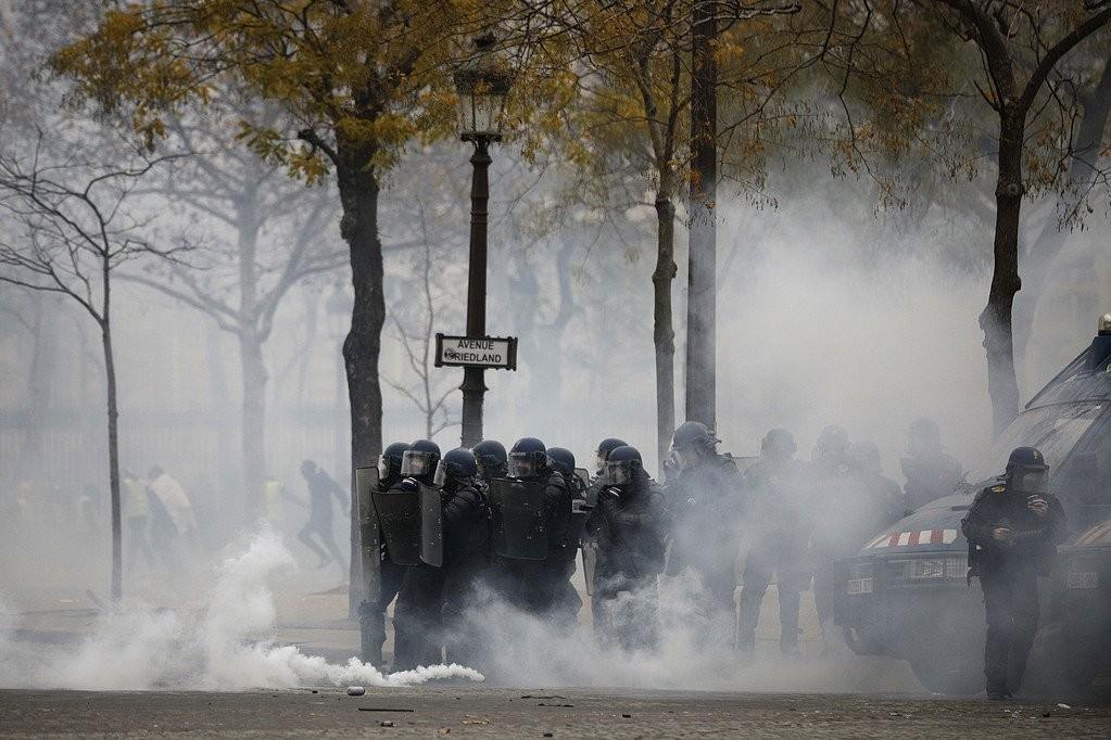 الشرطة الفرنسية السترات الصفراء احتجاجات فرنسا  (2).jpg