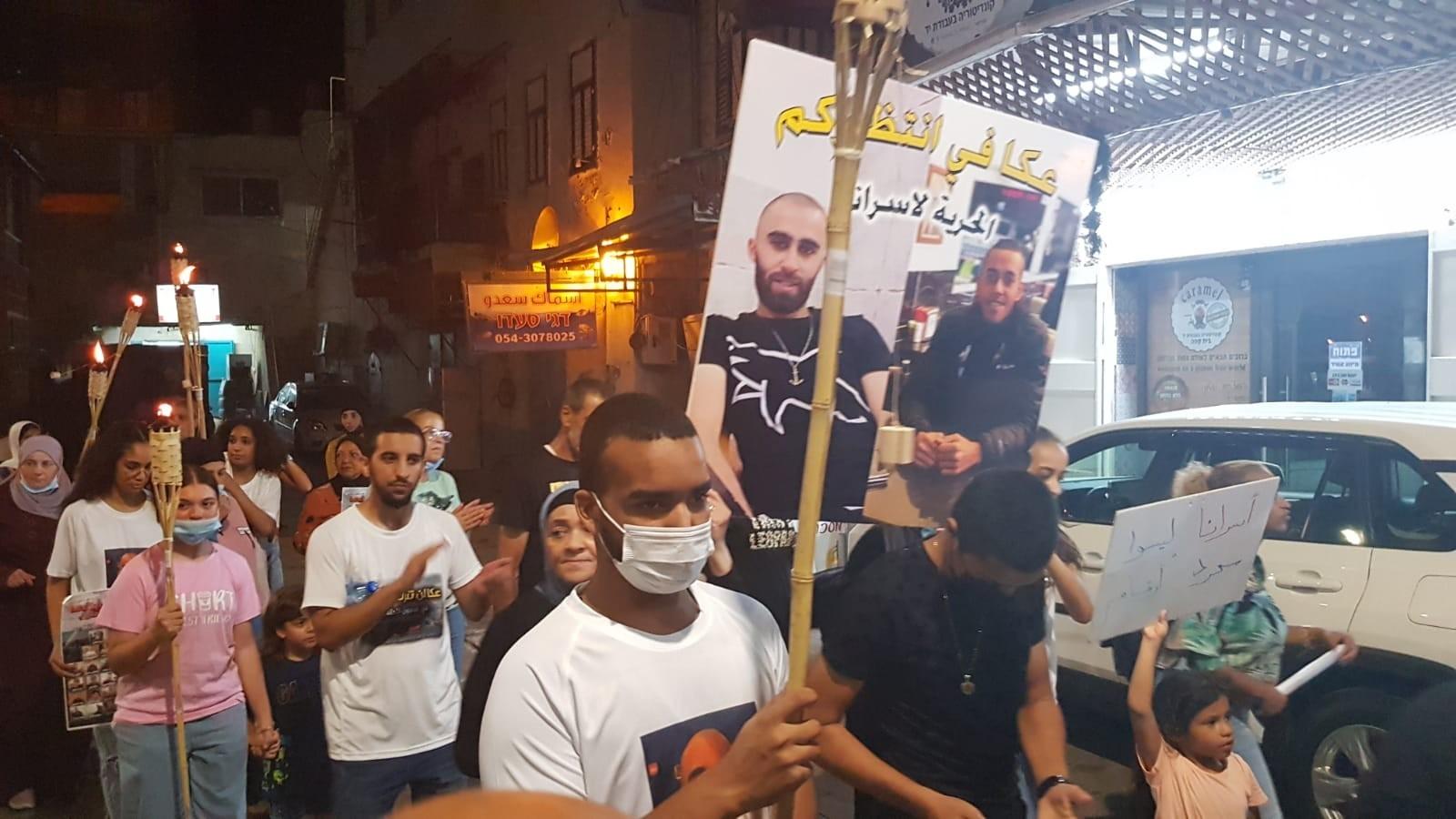 مسيرة مشاعل في مدينة عكا تضامنًا مع معتقلي هبّة القدس   (5).jpg