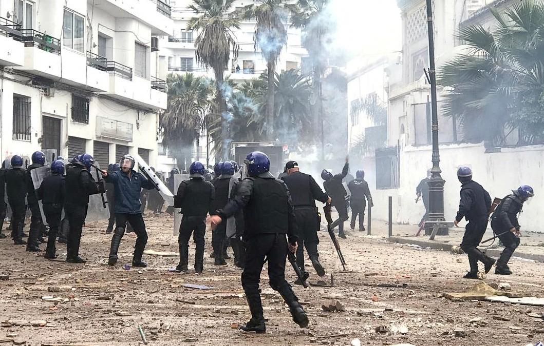 2019-03-08T165119Z_2045716895_RC1FF299BF80_RTRMADP_3_ALGERIA-PROTESTS.jpg