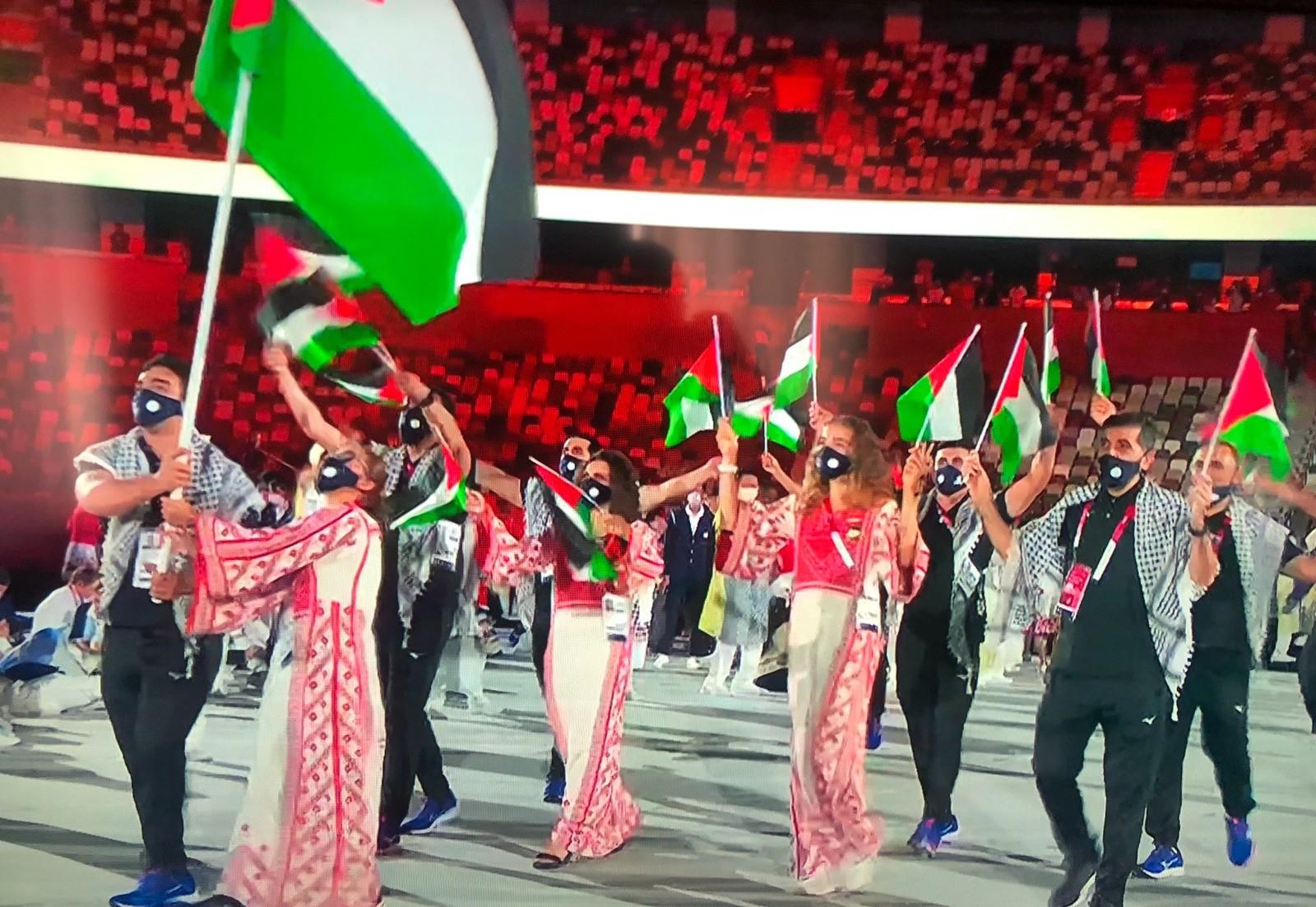 دخول الوفد الفلسطيني خلال حفل افتتاح أولمبياد طوكيو 2020 (2).jpg