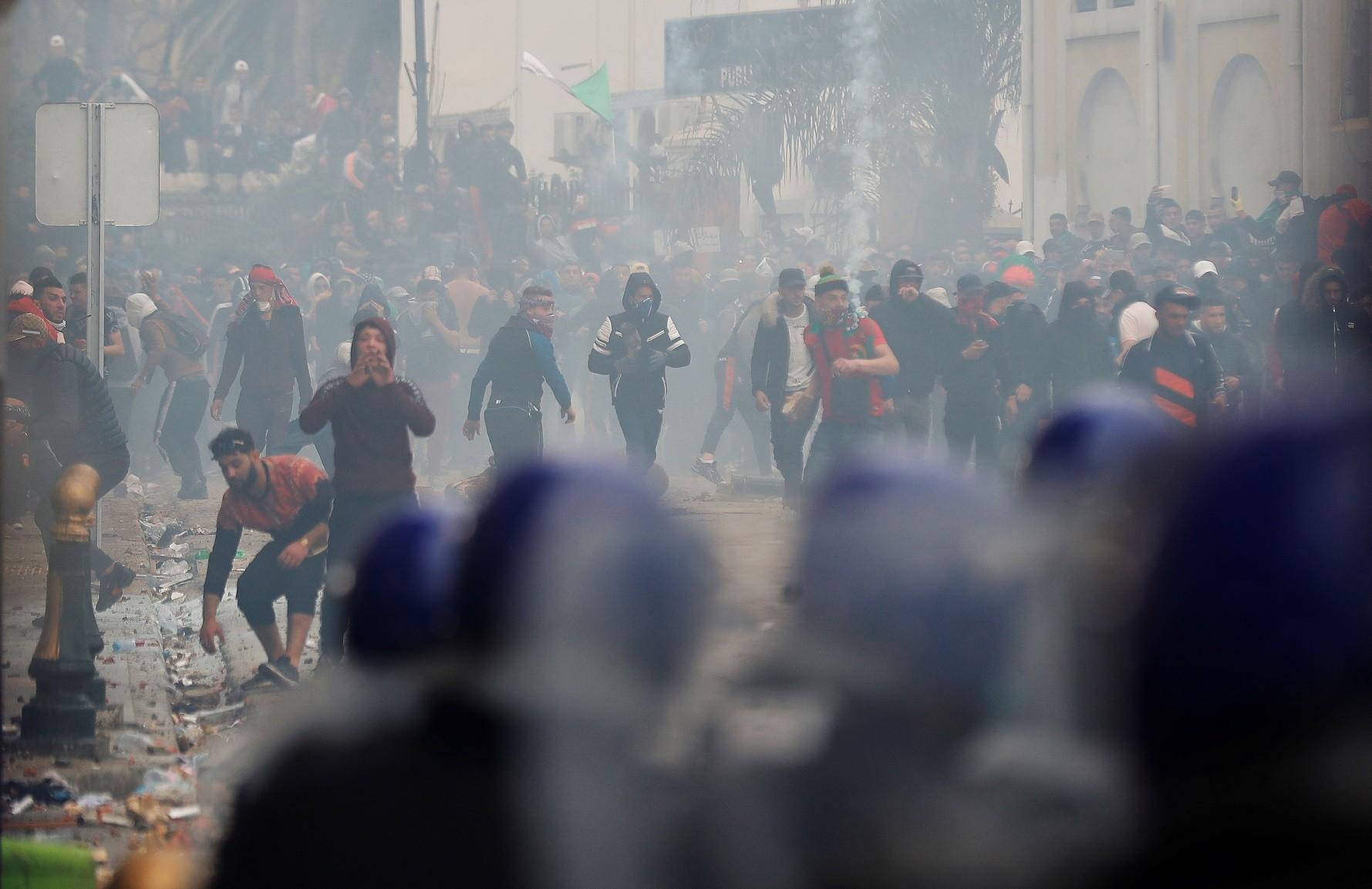2019-03-08T174502Z_1250569563_RC1C206C3A40_RTRMADP_3_ALGERIA-PROTESTS.jpg