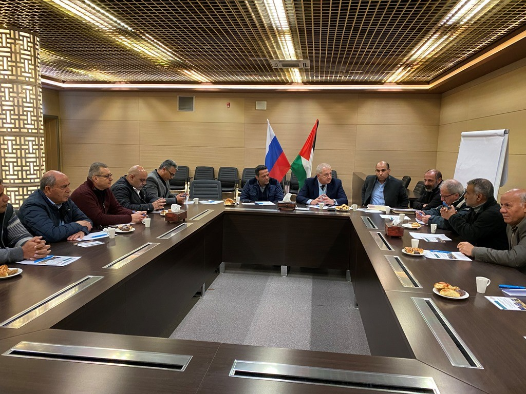 خلال لقاء مع السفير الروسي (7).JPG