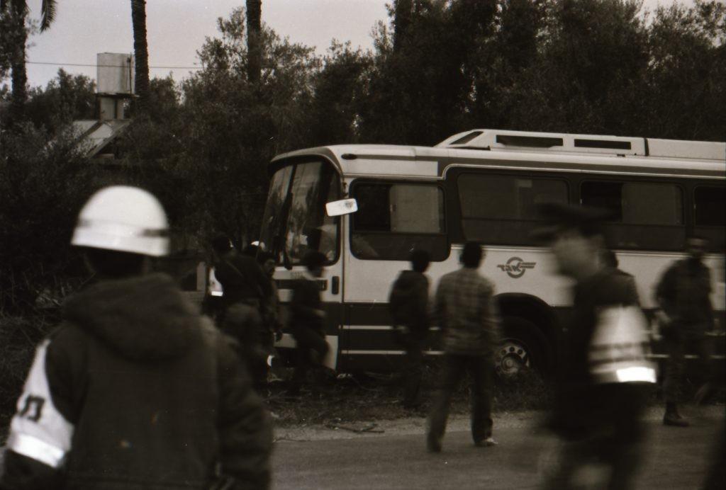 الحافلة التي استولت عليه الخلية الفدائية.jpg