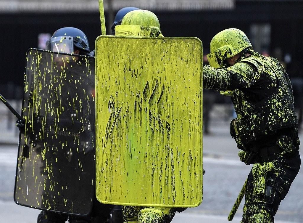 الشرطة الفرنسية السترات الصفراء احتجاجات فرنسا  (4).jpg