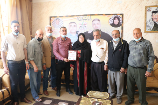 لجنة الأسرى بالشعبية تزور عوائل الأسرى في قطاع غزة (2).PNG