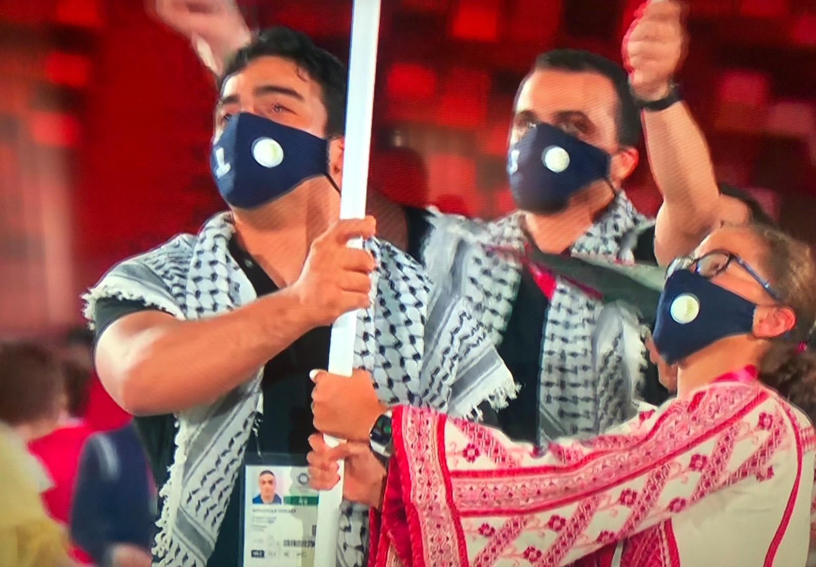 دخول الوفد الفلسطيني خلال حفل افتتاح أولمبياد طوكيو 2020 (1).jpg
