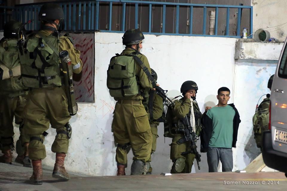 القدس.. الاحتلال يقتحم مسجدًا ويخلع أبوابه ويعتقل ثلاثة من المصلين